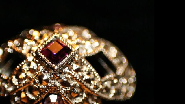 vintage_ring_precious_stones_73609_2048x1152